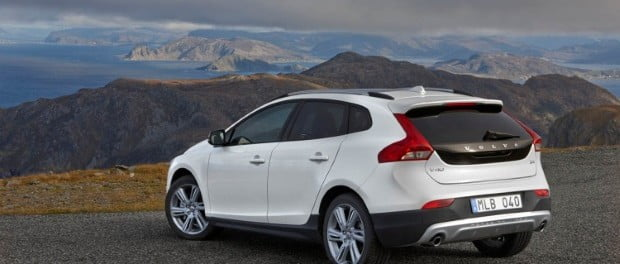 volvo-cars-v40-cross-contry-2015-2