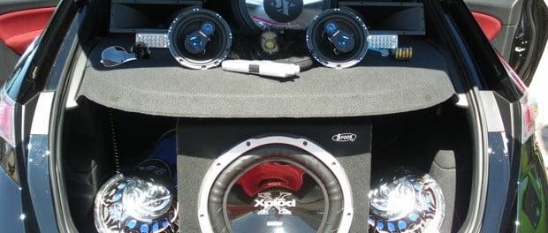 equipo de sonido en el automovil