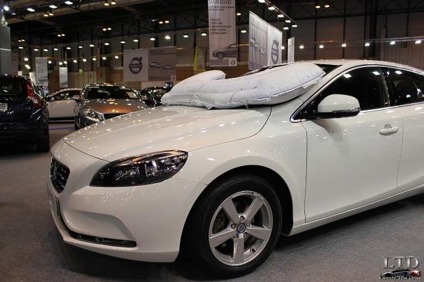 Volvo-Airbag-Peatones