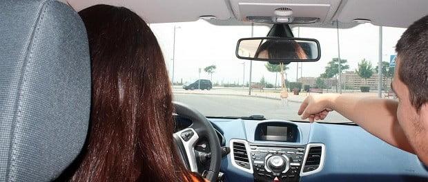 conducir solo o acompanado