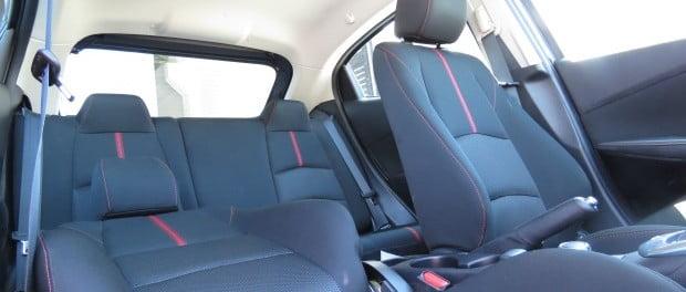 C mo limpiar la tapicer a de tela en el auto for Tapiceria para coches en zaragoza